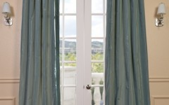The alternating tones of these silk drapes help to lighten the aesthetic while still matching fine furniture.