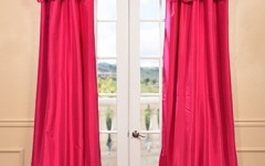 These drapes are as bright as a bouquet of flowers!